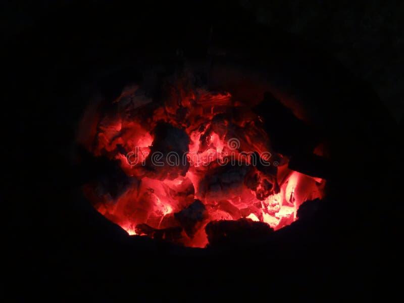 Fuego por el carbón fotos de archivo libres de regalías