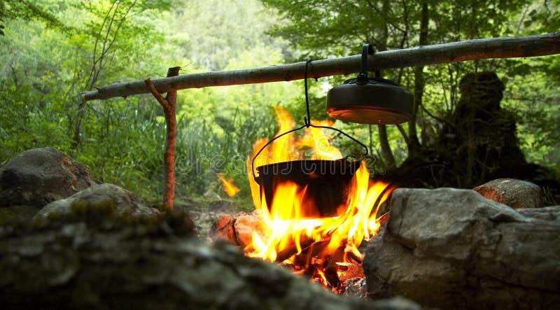 Fuego que acampa fotos de archivo