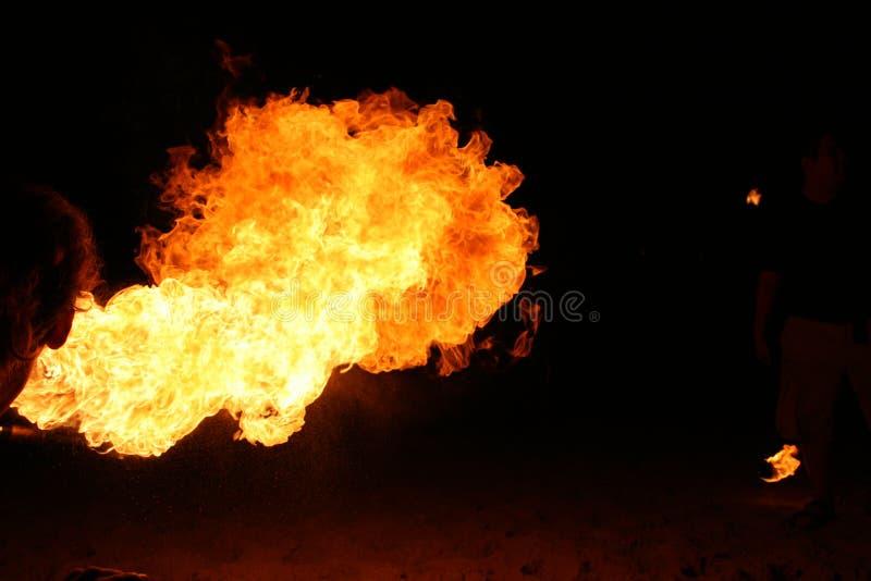 Fuego que respira fotos de archivo