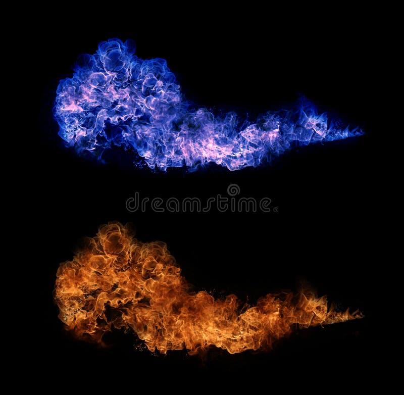 Fuego y llamas con una obscuridad ardiente - rojo - fondo anaranjado Fuego y llamas imagenes de archivo