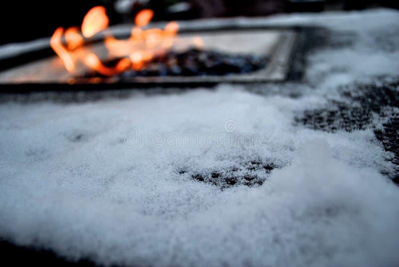 Fuego y nieve fotografía de archivo libre de regalías