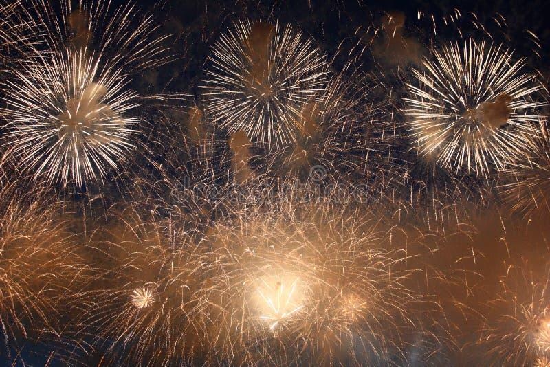 Fuegos artificiales celebradores fotos de archivo libres de regalías