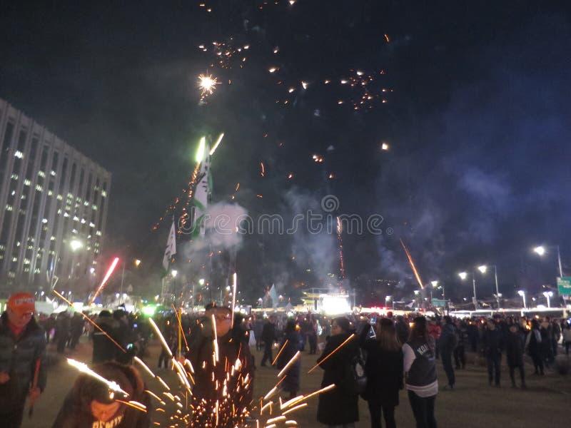 Fuegos artificiales celebradores para la acusación de Park Geun-hye imagen de archivo libre de regalías
