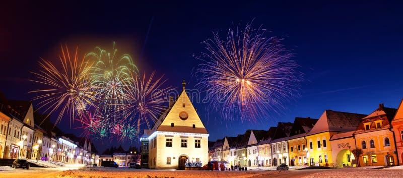 Fuegos artificiales coloridos del Año Nuevo en Bardejov imágenes de archivo libres de regalías