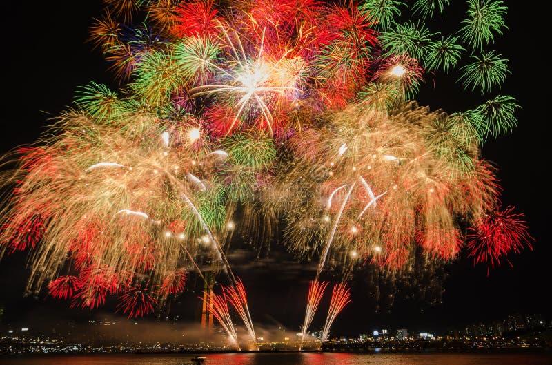 Fuegos artificiales coloridos en Seul, Corea del Sur imagenes de archivo