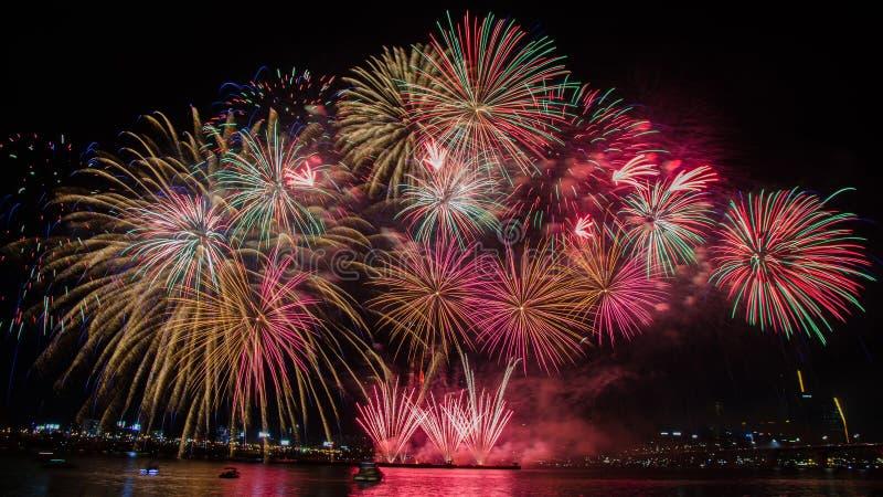 Fuegos artificiales coloridos en Seul, Corea del Sur imágenes de archivo libres de regalías