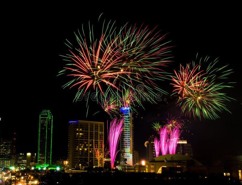 Fuegos artificiales de Dallas Tejas imagen de archivo libre de regalías