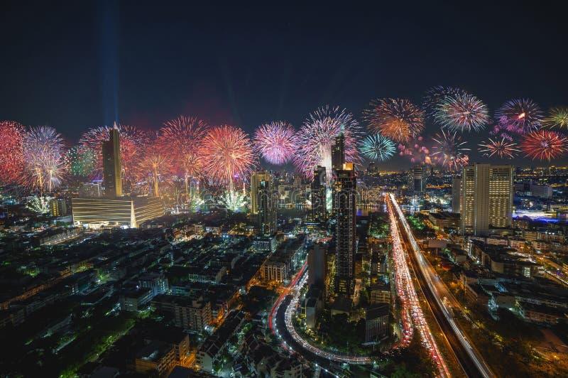 Fuegos artificiales de la Feliz Año Nuevo 2019 de Bangkok fotos de archivo libres de regalías