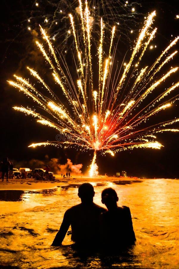 Fuegos artificiales de la playa foto de archivo libre de regalías