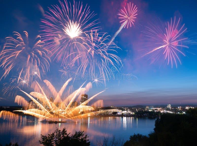 Fuegos artificiales 2014 de Leamy de la laca imagenes de archivo