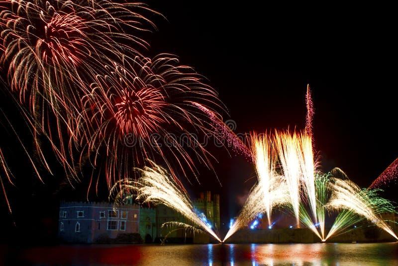 Fuegos artificiales de Leeds Castle fotografía de archivo libre de regalías