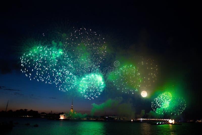 Fuegos artificiales de St Petersburg fotografía de archivo libre de regalías