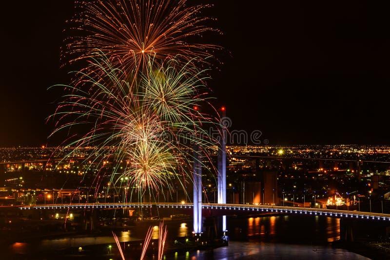 Fuegos artificiales del Año Nuevo fotos de archivo