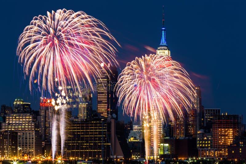 Fuegos artificiales del Día de la Independencia foto de archivo