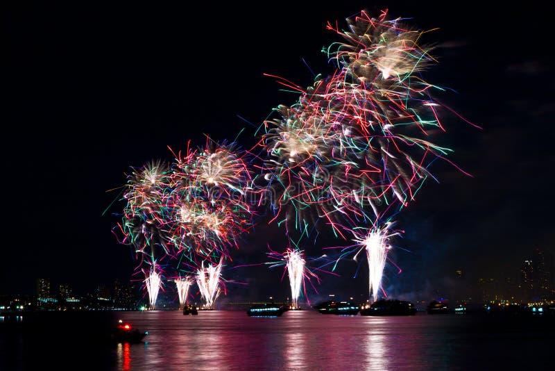 Fuegos artificiales del Día de la Independencia imágenes de archivo libres de regalías