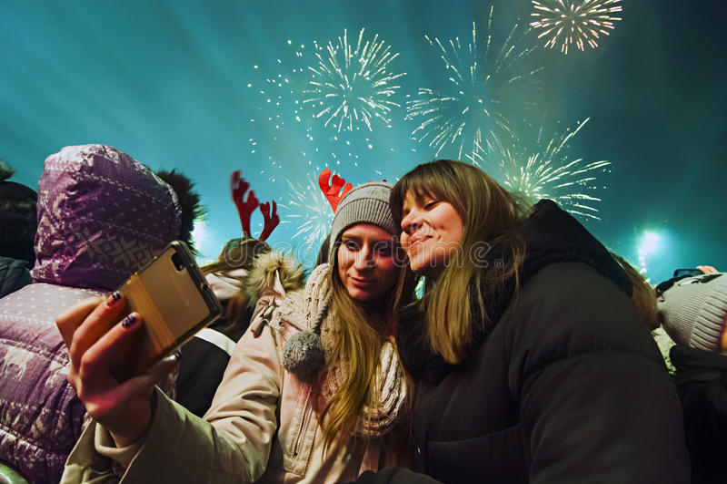 Fuegos artificiales del ` s del Año Nuevo en Belgrado fotos de archivo