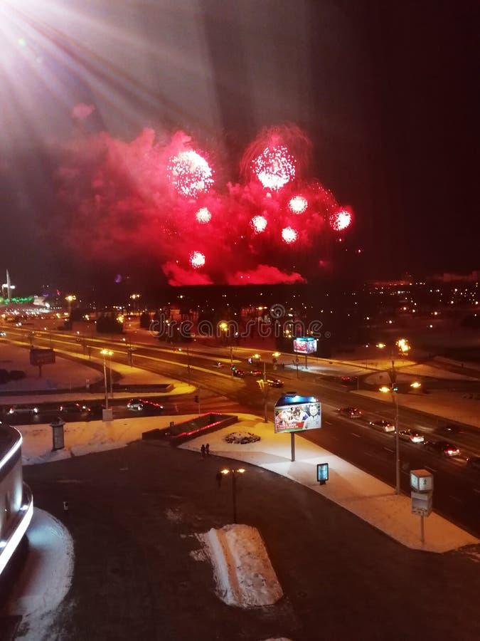 Fuegos artificiales en área de la ciudad central fotos de archivo libres de regalías