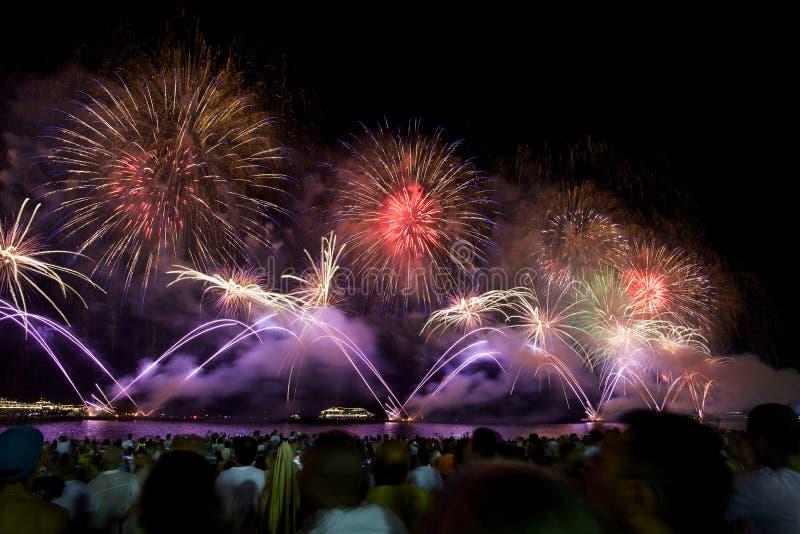 Fuegos artificiales en Copacabana imágenes de archivo libres de regalías