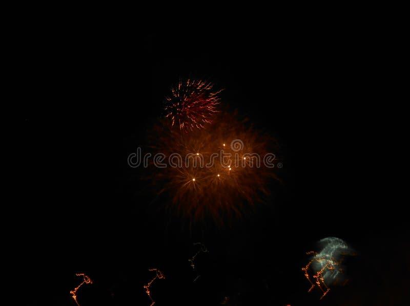 Fuegos artificiales en el ` s Eve del Año Nuevo foto de archivo libre de regalías