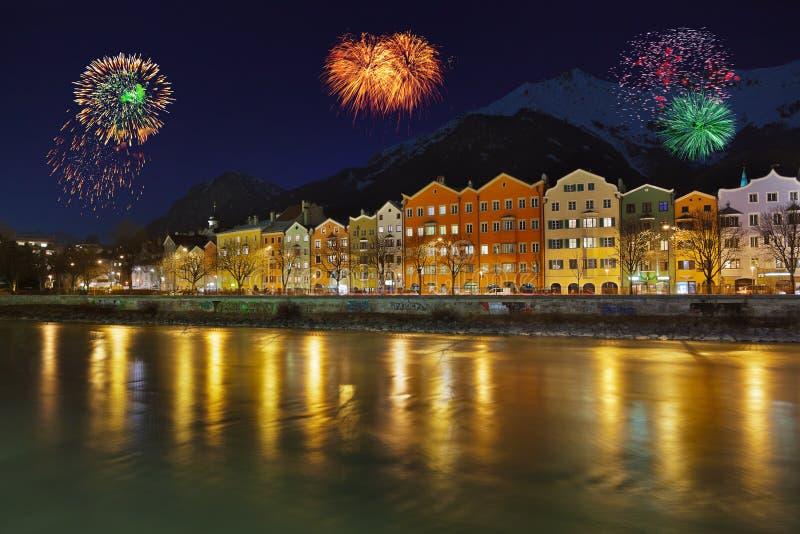 Fuegos artificiales en Innsbruck Austria imagen de archivo