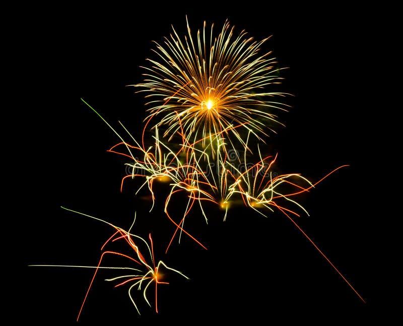 Fuegos artificiales en la noche imagen de archivo