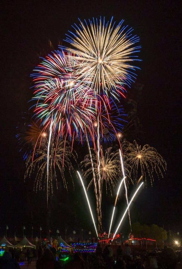 Fuegos artificiales, fiesta del globo de Albuquerque imagen de archivo
