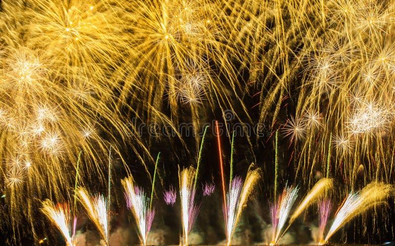 Fuegos artificiales hermosos fotos de archivo