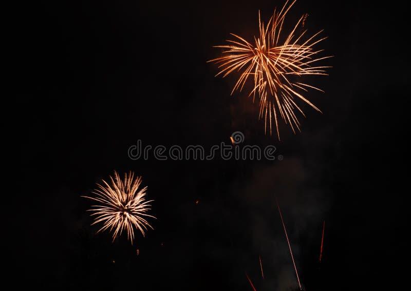 Fuegos artificiales hermosos en la celebración nacional fotos de archivo libres de regalías