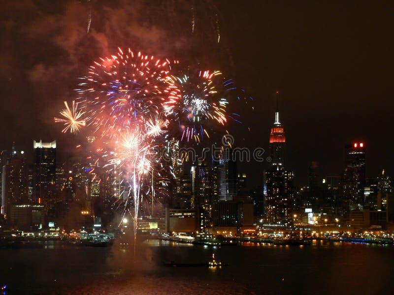 Fuegos artificiales NYC 2 del río fotografía de archivo libre de regalías