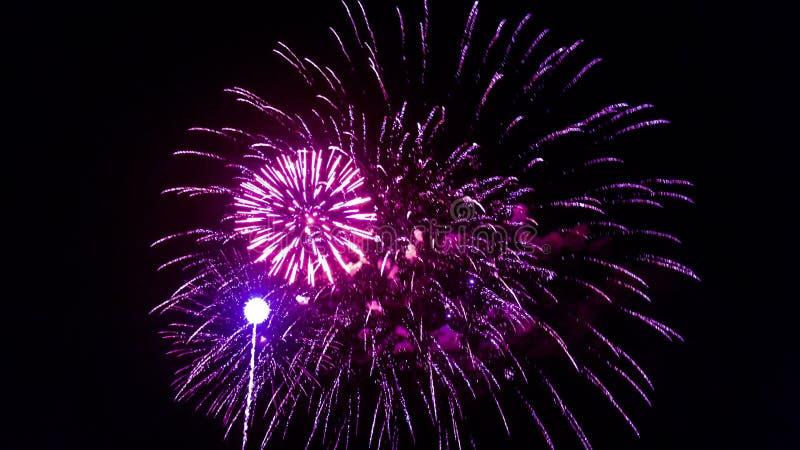 Fuegos artificiales para el 4 de julio fotos de archivo libres de regalías