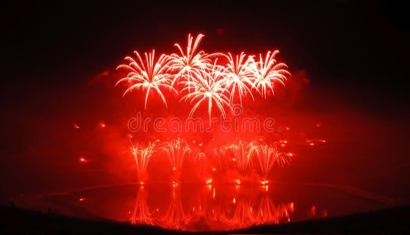 Fuegos artificiales rojos fotografía de archivo