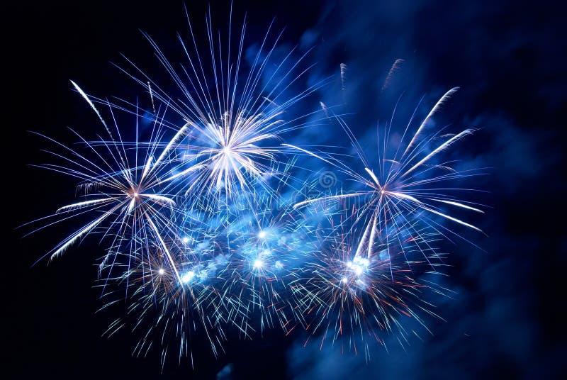 Fuegos artificiales, saludo. imagen de archivo