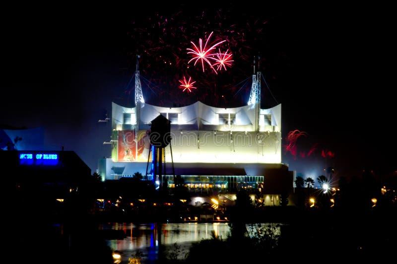 Fuegos artificiales sobre Cirque du Soleil fotografía de archivo libre de regalías
