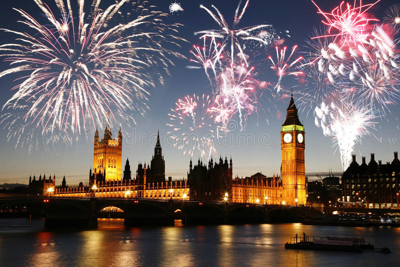 Fuegos artificiales sobre el palacio de Westminster imagen de archivo