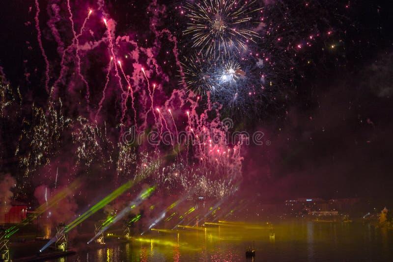 Download Fuegos Artificiales Sobre El Río Vistula En Kraków Imagen de archivo - Imagen de configuración, funcionamiento: 41911735