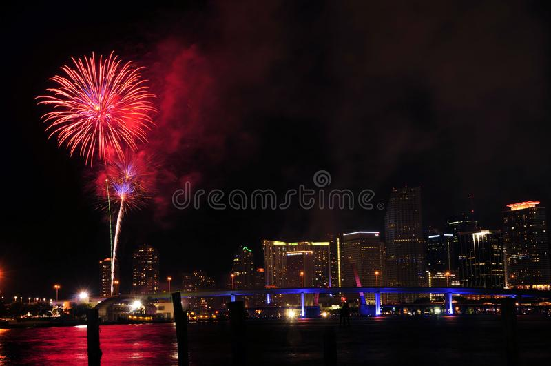 Fuegos artificiales sobre Miami foto de archivo