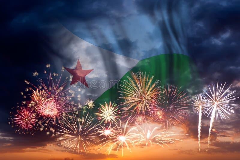 Fuegos artificiales y bandera de Djibouti foto de archivo