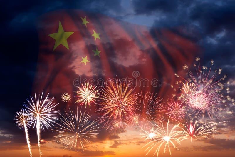 Fuegos artificiales y bandera la República de China ilustración del vector