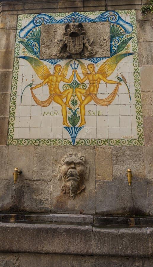 Fuente antigua de Santa Ana de Barcelona imagenes de archivo
