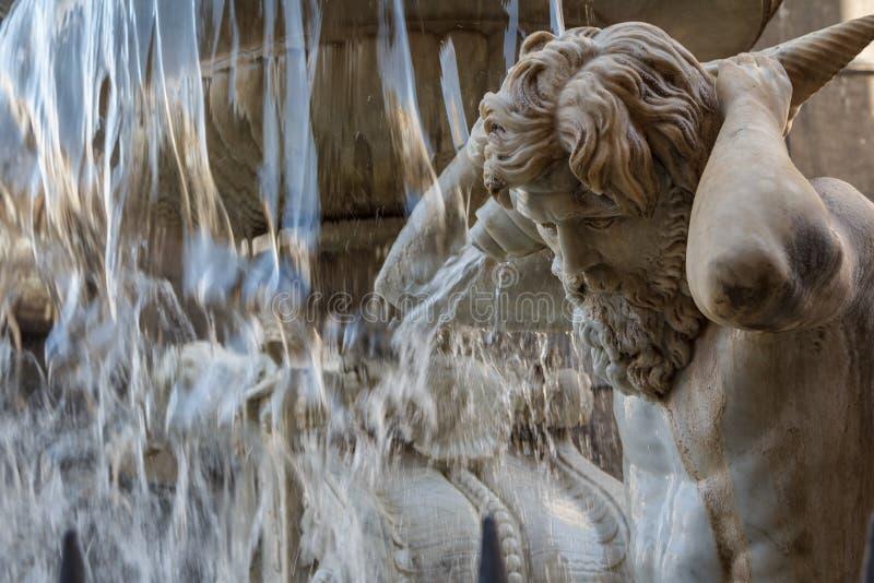 Fuente barroca en la parte histórica de Catania, isla de Sicilia imagen de archivo libre de regalías