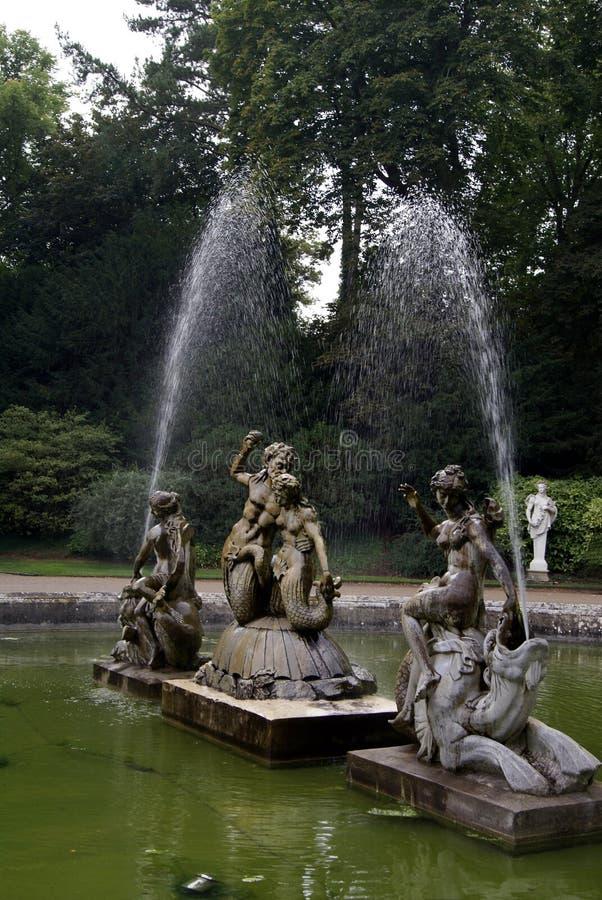 Fuente clásica escultural foto de archivo