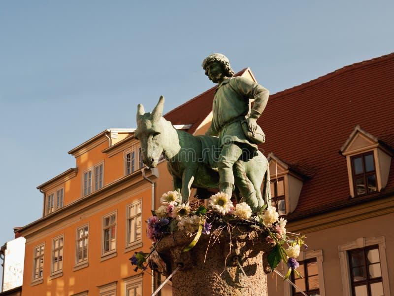 Fuente con el burro, Halle, Alemania imagenes de archivo