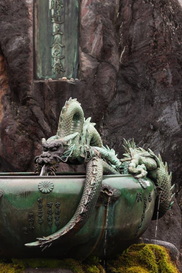 Fuente con el dragón japonés en Nikko imágenes de archivo libres de regalías