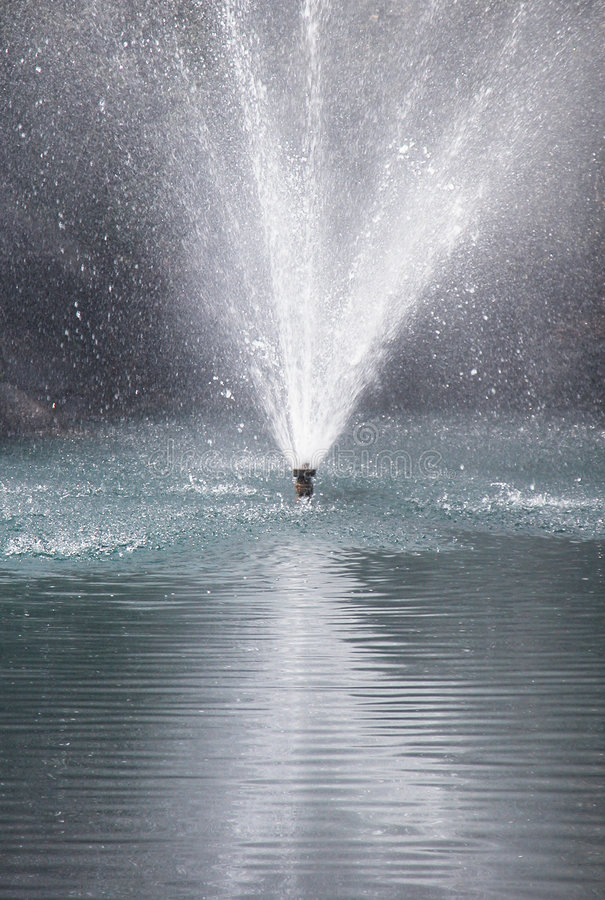 Fuente de agua imágenes de archivo libres de regalías