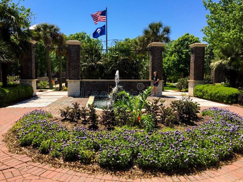 Fuente de agua en Phillip Simmons Park, Daniel Island, Charleston, SC foto de archivo