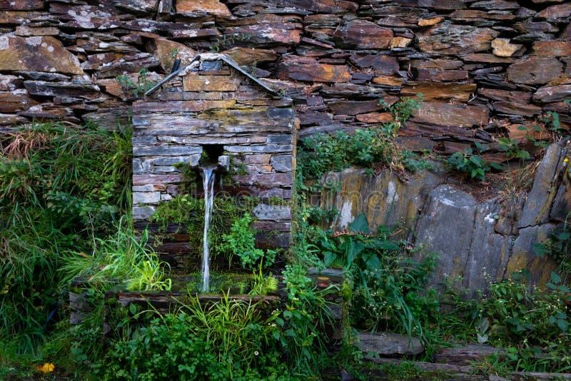 Fuente de agua en Piodao fotografía de archivo libre de regalías
