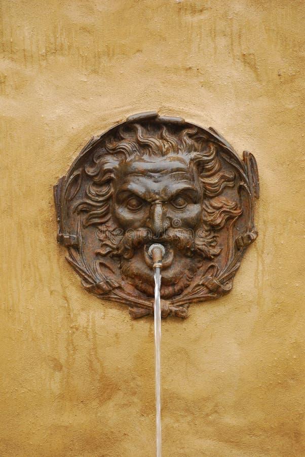 Fuente de agua en Pitigliano, Toscana fotografía de archivo libre de regalías