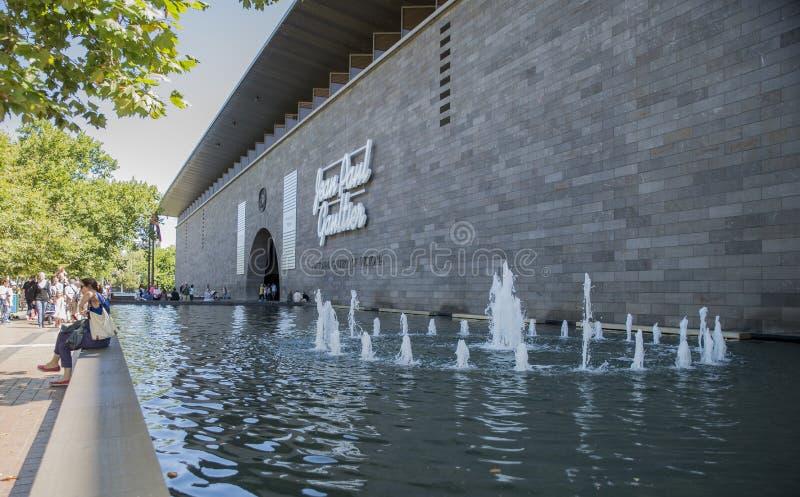 Fuente de agua, National Gallery de Victoria (internacional), Melbourne, Australia imágenes de archivo libres de regalías
