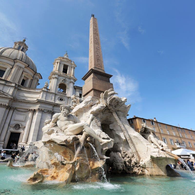 Fuente de cuatro ríos en la plaza Navona, Roma imagen de archivo