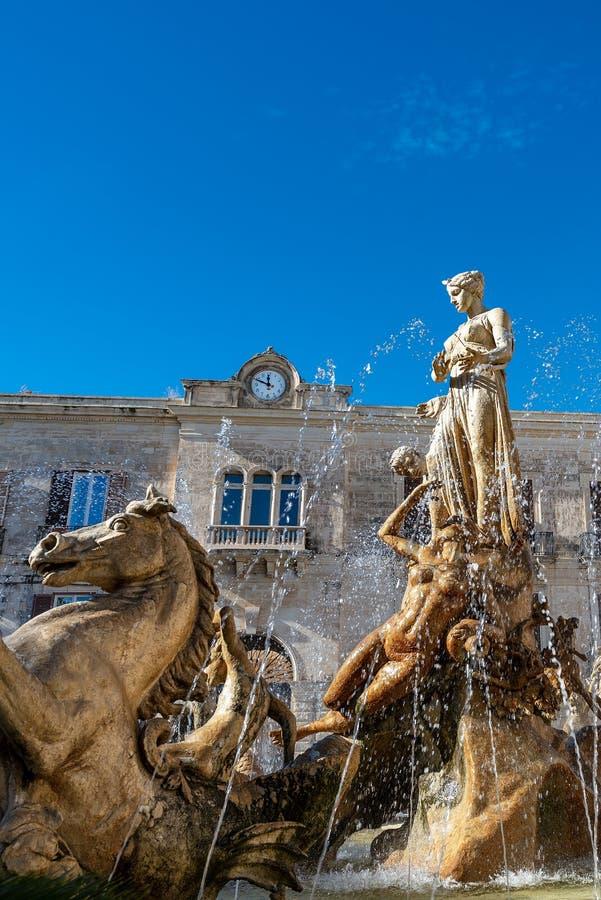 Fuente de Diana en Ortigia Syracuse Sicilia Italia imagen de archivo